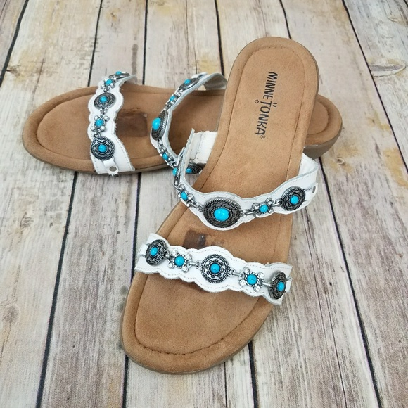 defee1f40acf9 Minnetonka White Silver Conch Turquoise Sandals 8